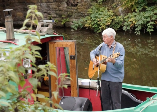 Eddie Lawler entertains the crowds from a narrowboat